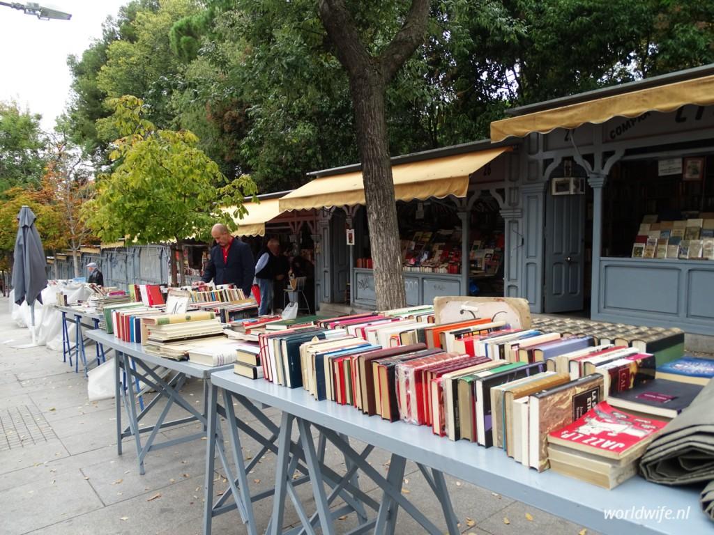De boekenstalletjes op Calle de Claudio Moyano in Madrid