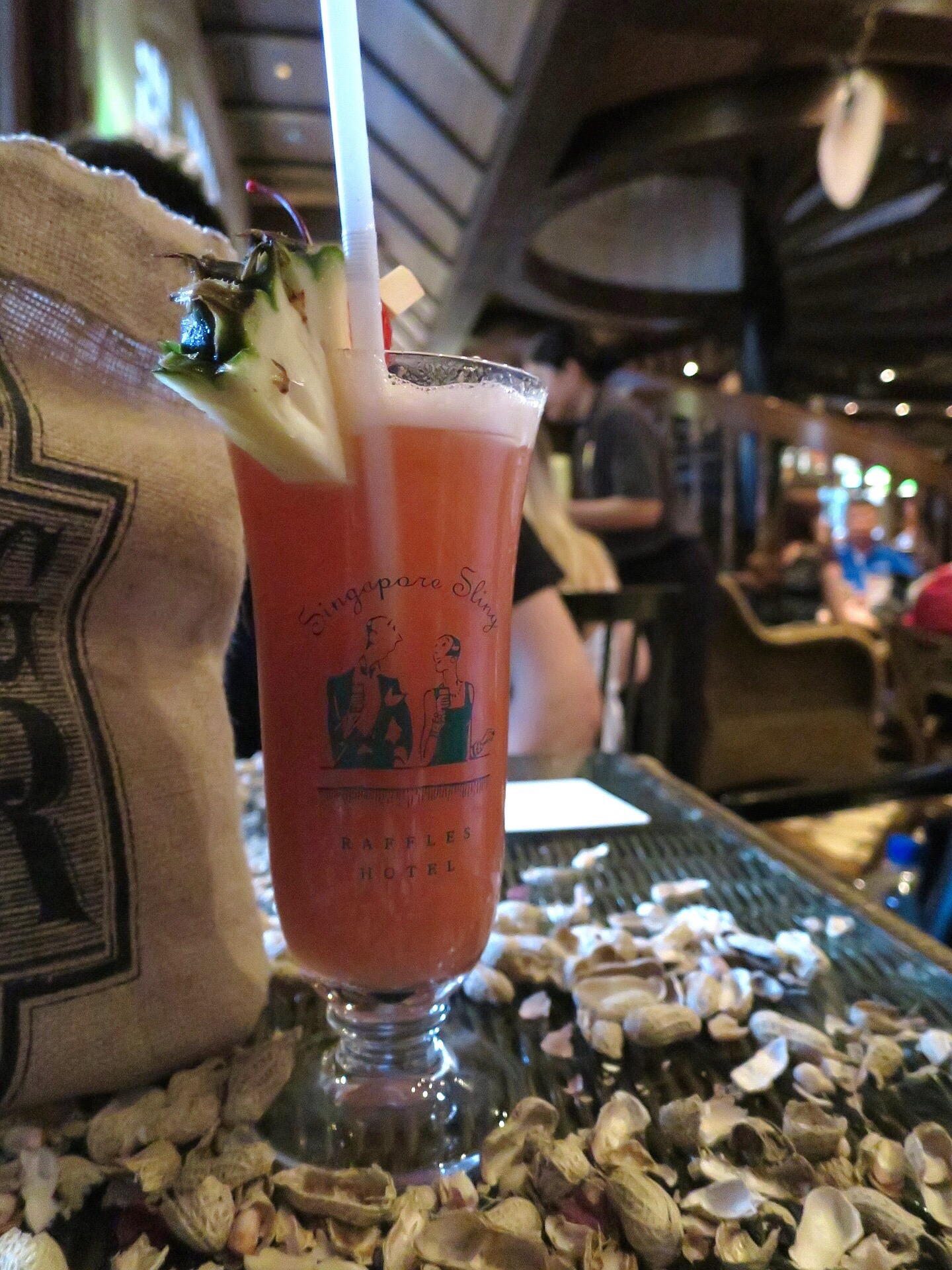 Drink een Singapore sling cocktail in het Raffles Hotel