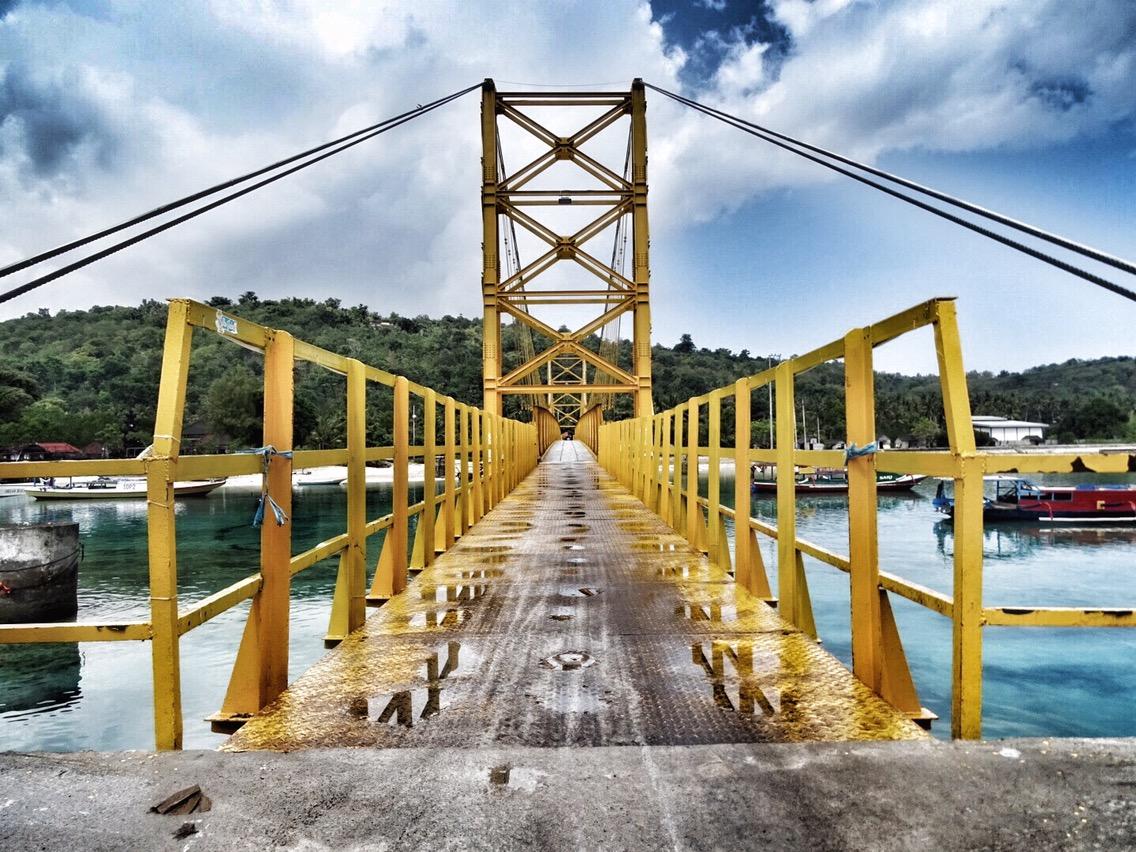 yellow suspensionbridge Nusa Lembongan