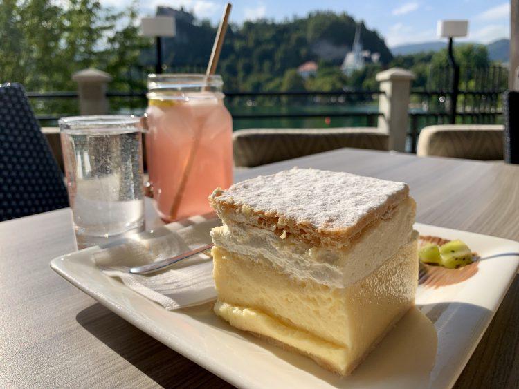 Kremsnita cream cake Bled SLovenië